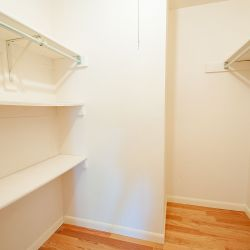 20)»upstairs-bedroom-2-closet-HDR.jpg