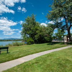 32)»bench-lake-playground-HDR.jpg